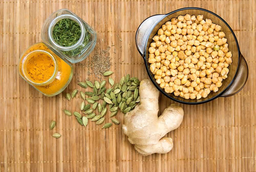 מזונות בהשראת האיורוודה, זרעים, גרעינים, שורש ג'ינג'ר טרי, כורכום וגרגרי חומוס