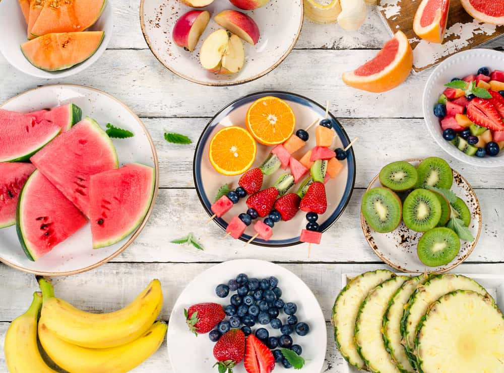 פירות טריים, שיפודי פירות, תות שדה, קיווי, תפוז, פפאייה, בננה ואבטיח