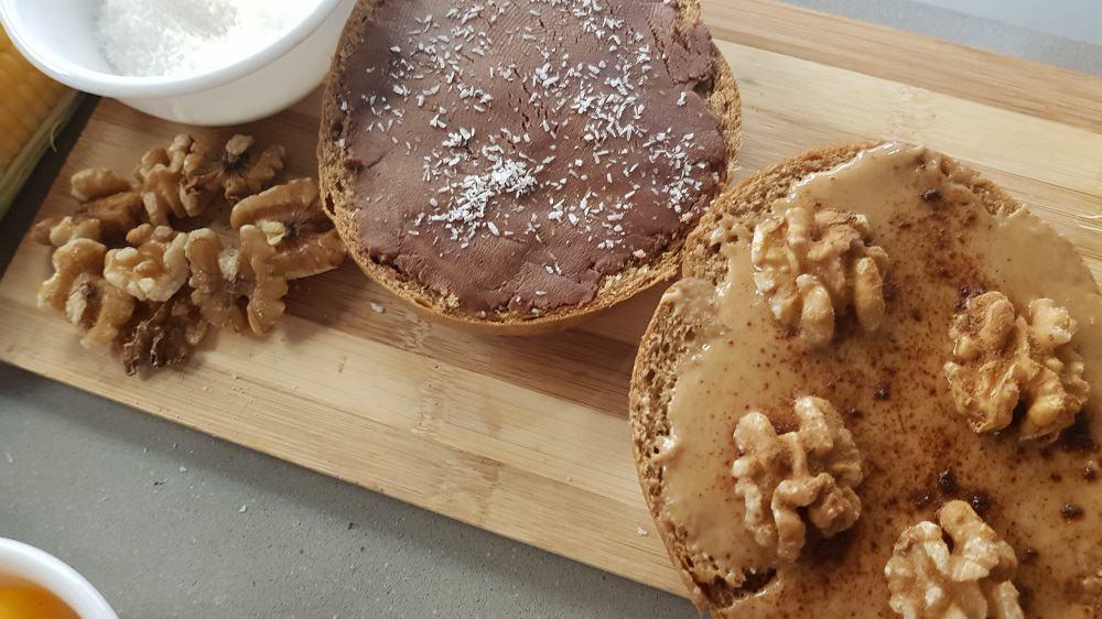 כריך שוקולד וכריך חמאת אגוזי לוז וג'ינג'ר