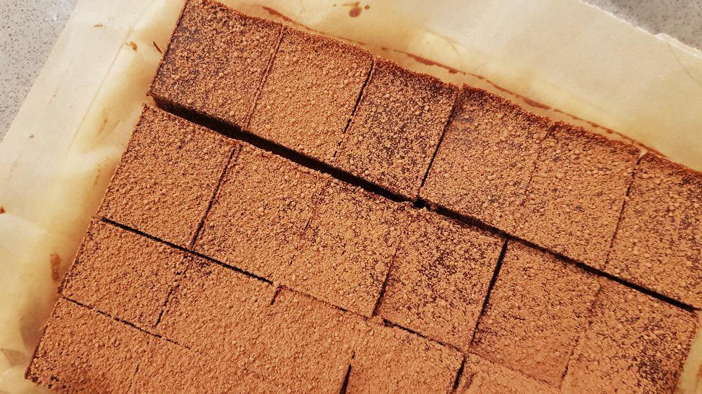 טראפלס טחינה ושוקולד מריר