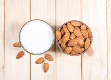 איך מכינים חלב שקדים?